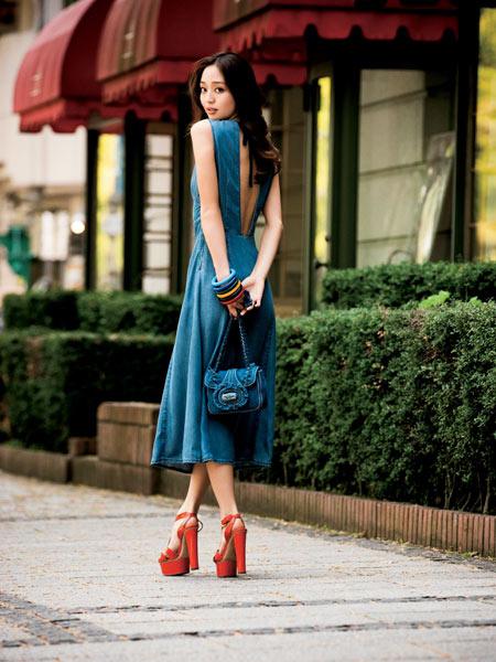 もう迷わない!ワンピースにぴったりな靴を見つけておしゃれにコーデのサムネイル画像