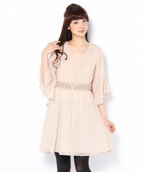 高級感のあるシルクで出来たおしゃれなワンピースを着てみよう☆のサムネイル画像