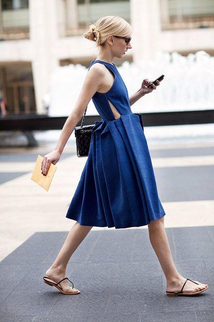 必見!ブルーのワンピースが可愛い♡結婚式にも活躍できる♡のサムネイル画像