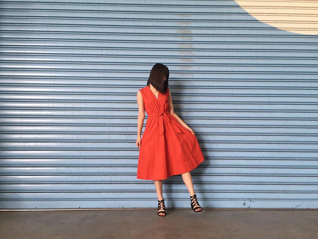 赤ワンピースはシーンやテイスト別に着こなし自由!おすすめコーデ集のサムネイル画像