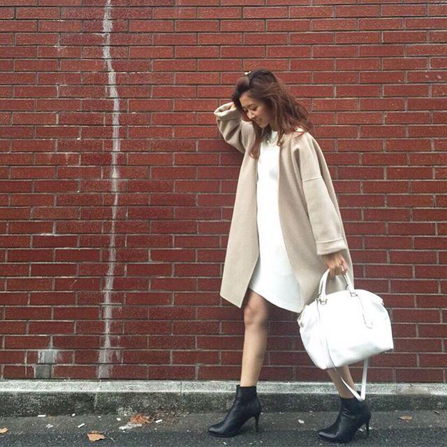 冬は白のワンピースをどう着る?小物をプラスしてオシャレ度アップ♡のサムネイル画像